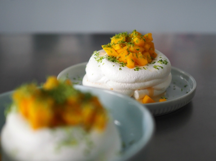 mango lime pavlova